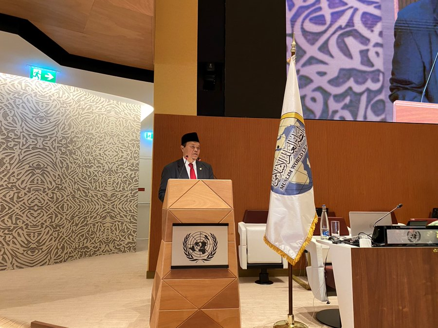 HE Dr. Muhammad Hidayat Nur Wahid, Vice Chairman of the Shura Council of Indonesia asks that we inspire ourselves by the principals of the UN and remember that as 1/3 of the world's population, young people are the future of humanity.