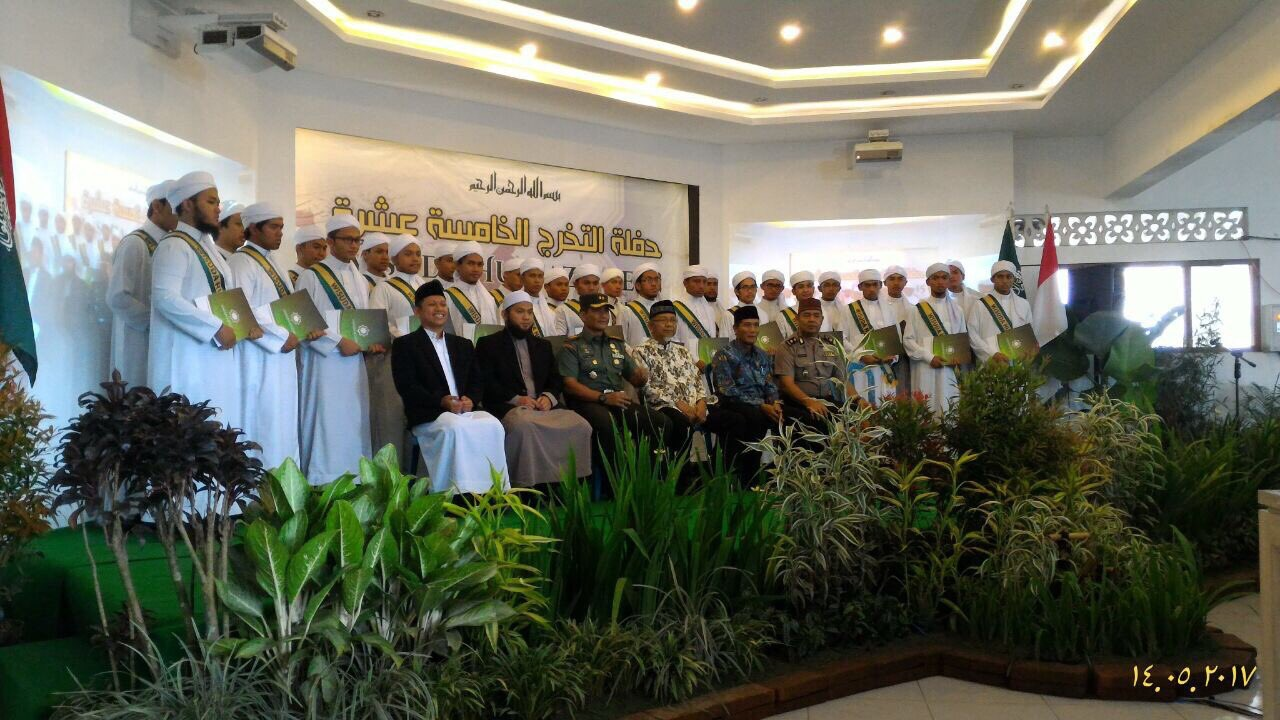"MWL's HQMO&""Live Honourable"" HQM Institute in Indonesia celebrate the graduation of 46 recitation experts & 7 licensed recitation ones"